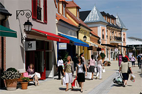 This one is a must-do for me! A visit to the La Vallee Village shopping area, its a whole hour outside Paris but you get between 30 to 60% off great brands. And what would I like to get when I go there? I'll show you...