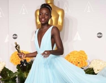 Lupita Nyong'o holding her Oscar. Photo courtesy www.fabsugar.com