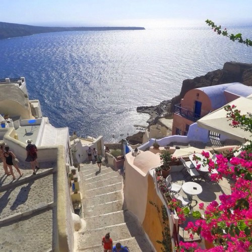 Santorini, Greece! On my bucket list! This photo was taken by a friend of mine on her phone… That's how beautiful Santorini is.