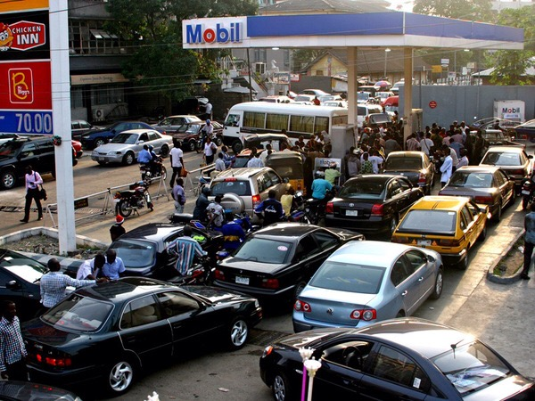 Fuel queues in Lagos State, Nigeria, 2nd March 2015. Photo courtesy www.informationng.com